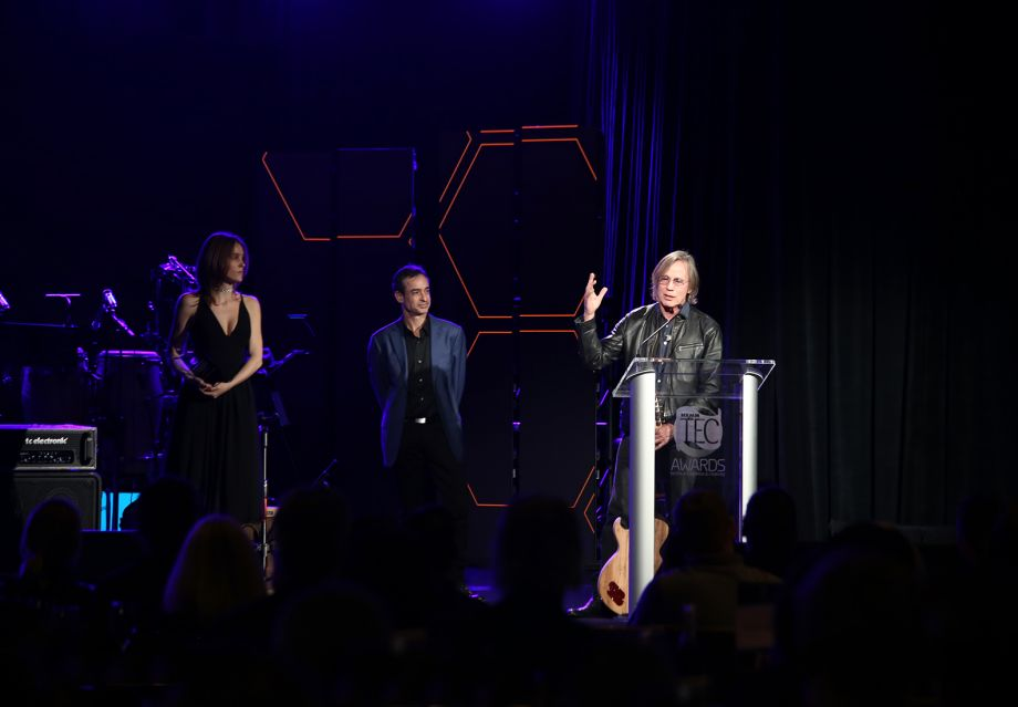 Jackson Browne accepts the legendary Les Paul Award